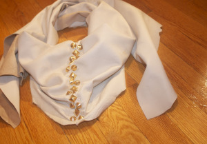 diy-faux-leather-scarf-with-spikes